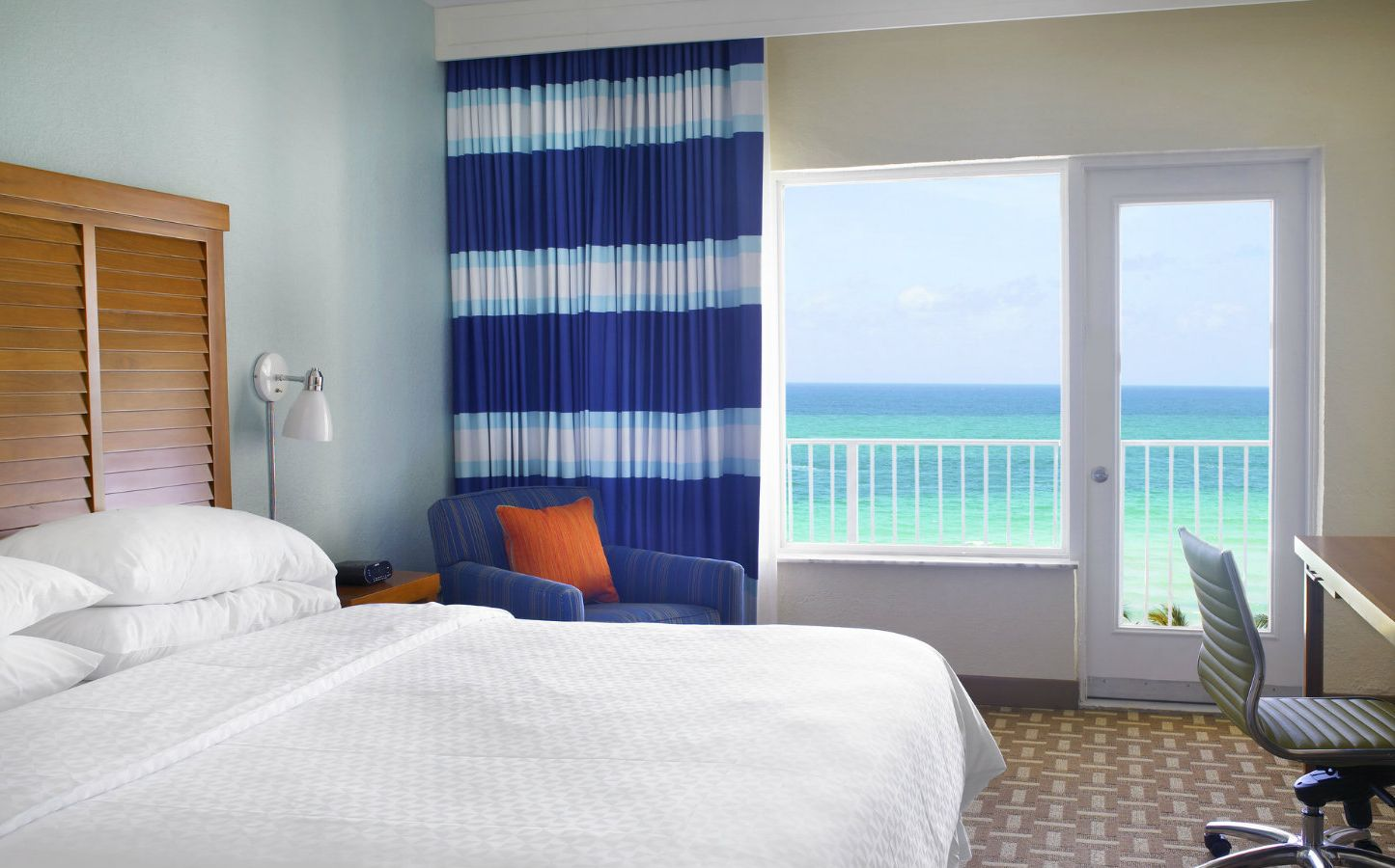 Miami Beach Accommodations   King Junior Suite